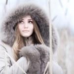 年轻女子冬季肖像 — 图库照片 #1348822