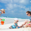 Family on beach vacation — Stock Photo #6393804