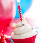 Birthday cupcake — Stock Photo #3939029