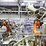 Robotic arms in a car factory — Stock Photo #6389581