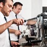 káva barista v práci — Stock fotografie #28399917
