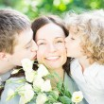 Familie haben Picknick im freien — Stockfoto #21385167