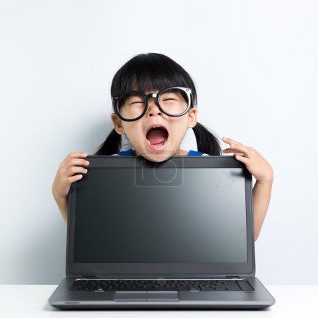 女婴用的笔记本电脑