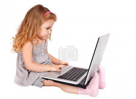 小女孩用的笔记本电脑