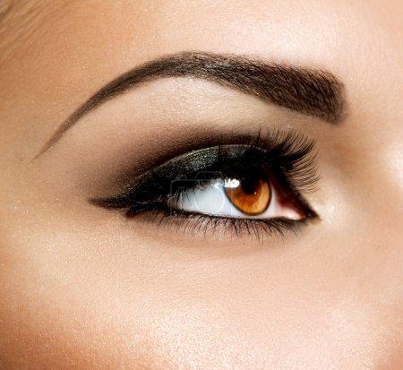 棕色眼妆。眼睛化妆_高清图片_邑石网