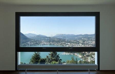 现代化的公寓,大窗口