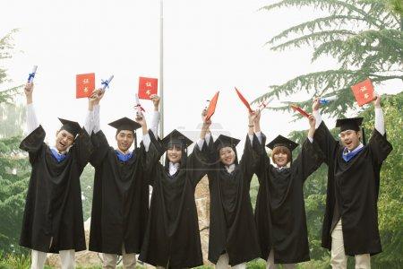大学本科毕业,文凭在手_高清图片_邑石网
